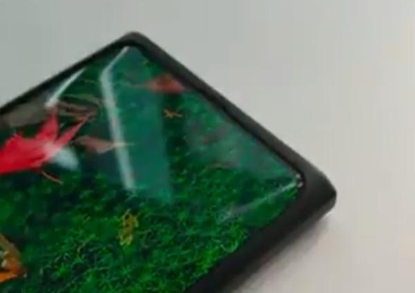 Cмартфон с фронтальной камерой-невидимкой